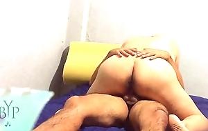 Culona mexicana montando verga