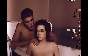 Francesca Dellera desnuda en serie dispirit Romana