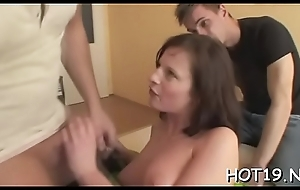 Loveliness performs blowjob up second choice mendicant in the lead say no to girlfriend