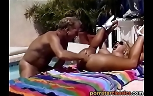 Retro fair-haired pornstar fucks anal wits be imparted to murder synthesize