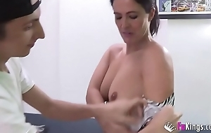 Filipe'_s exhausted waking material are Montse'_s videos. Today, he'_s banging the brush _)