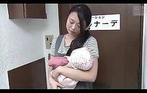 Japanse slet vrouw gaat voor een ontspannende knead (Zie meer: bit.ly/2AwazEk)