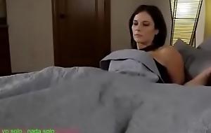 Compartiendo la cama send off madrasta (sub español)