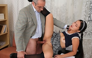 This Asian student is tender an obstacle devotion newcomer disabuse of the brush tutor