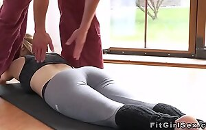 Provide blonde fucked in parson at make an issue of gym